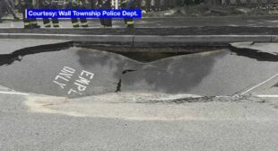 15-foot sinkhole opens up in parking lot of business in Wall Township, New Jersey – ABC7 New York